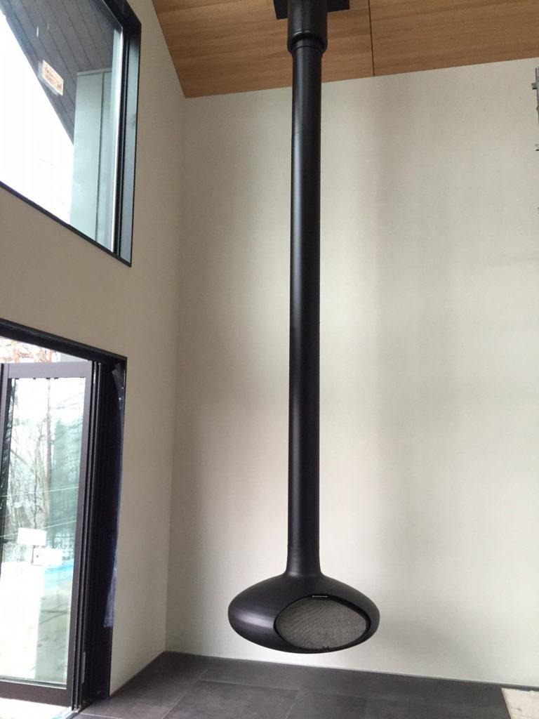 吊り下げ型の暖炉